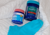 Stop Cough: Put Vicks on your feet